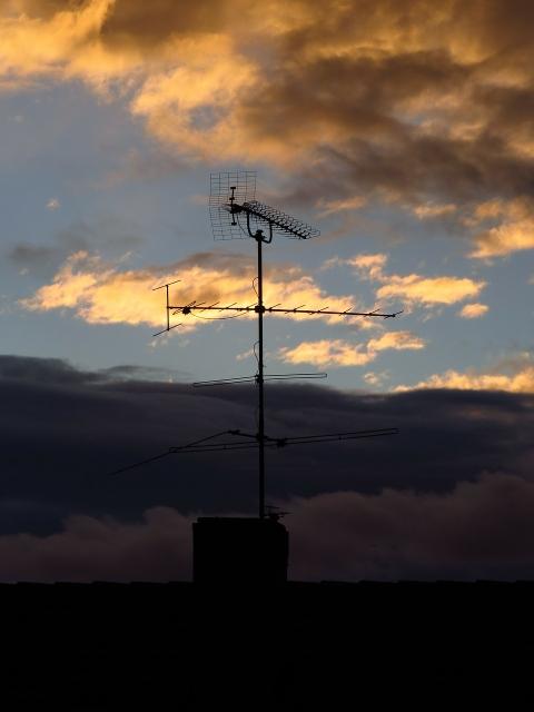 antenna-81350_1280